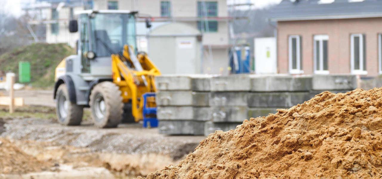 Sprzęt budowlany - wynajem czy sprzedaż?